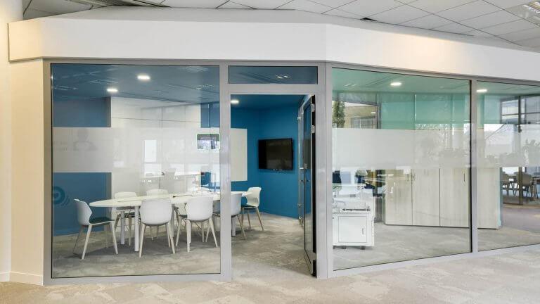Aménagement salle de réunion moderne